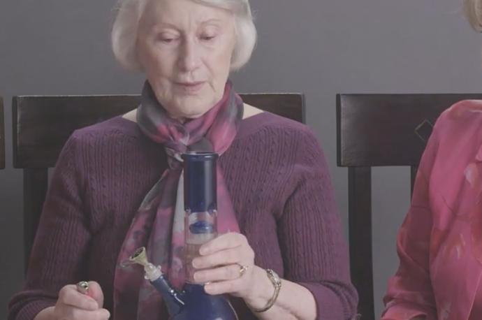 3 starze panie pala marihuane pierwszy raz w zyciu