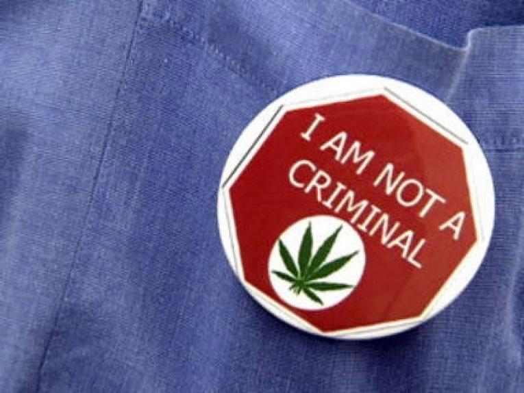 Przypinka 'nie jestem kryminalistą'