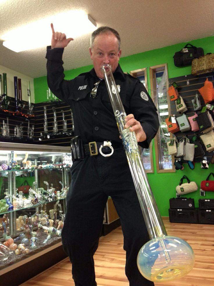 policjant z bongiem