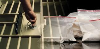 Kalifornia uwalnia przestępców narkotykowych