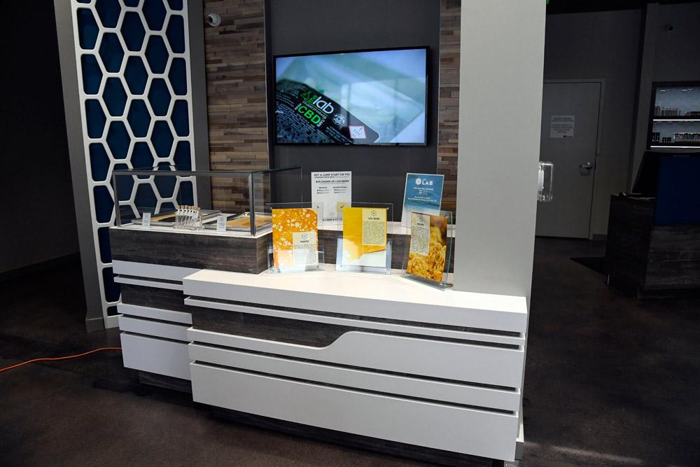 clinic-marijuana-shop-concentrates-display-setup-1