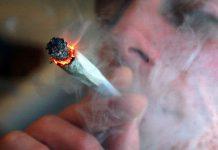 trzymanie dymu w płucach