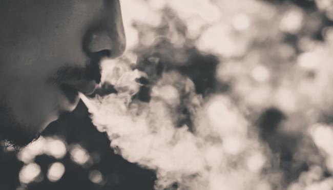 Jak dyskretnie palić marihuanę w domu?