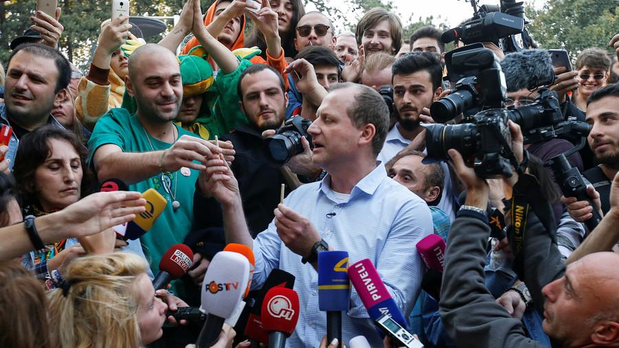 Kandydat na prezydenta w Gruzji zatrzymany. Rozdawał skręty z marihuaną uczestnikom manifestacji.