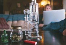Czy waporyzacja przez wode jest mozliwa? Oczywiście, że tak! Oto najlepsze połączenia waporyzatora i bonga przygotowane przez Cannabis News.