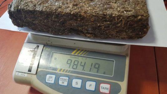 Próbowali odbic kilogram marihuany od policjantów