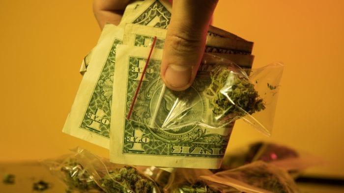 Przestępczość w USA spada dzięki legalizacji marihuany.