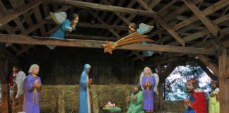 Toruń jak się okazuje słynie nie tylko z wybornych pierników i kultowego Radia Maryja. Ostatnio rozgłos miastu zrobili dwaj bardzo rozrywkowi kolędnicy. Dlaczego rozrywkowi? A dlatego, że odwiedzili bożonarodzeniową szopkę na toruńskim Rynku Nowomiejskim i postanowili w niej nie tylko kolędować, ale też porządnie się zjarać!