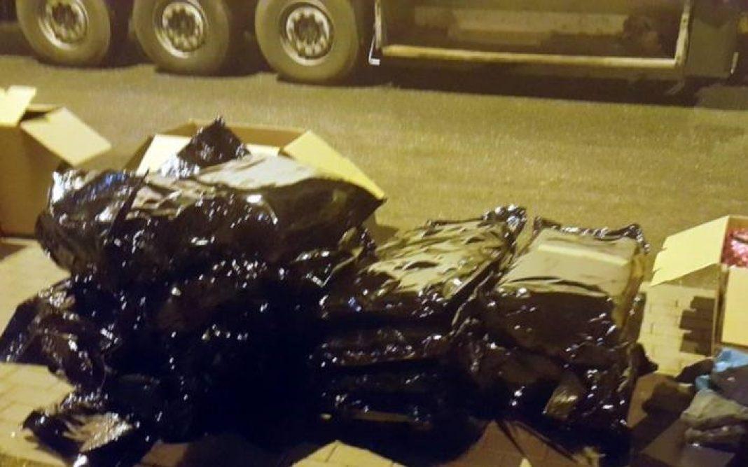 Trzy osoby zostały oskarżone przez Prokuraturę Krajową między innymi za przemyt z Hiszpanii do Polski 95 kg marihuany. To pokłosie trwającego od 2018 roku śledztwa. Transport marihuany z mandarynkami przejęli funkcjonariusze Centralnego Biura Śledczego Policji. Wartość zioła wyceniono na 3,8 mln zł!