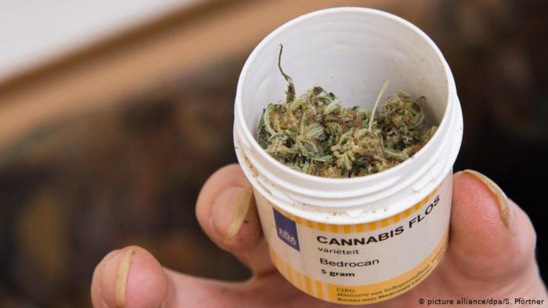 To będzie innowacyjne i eksperymentalne leczenie pacjentów w jednym z izraelskich szpitali w Tel Awiwie. Naukowcy i lekarze zakażonym na COVID-19 podawać medyczną marihuanę, która jak wiadomo ma właściwości przeciwwirusowe.