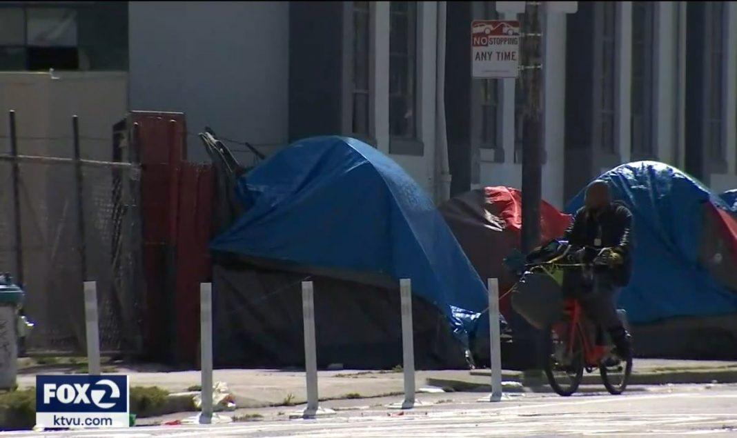 Pokoje, alkohol, marihuana, metadon i inne środki odurzające zapewniają osobom bezdomnym urzędnicy z San Francisco. To odpowiedź na pandemię koronawirusa i sposób na to, żeby uzależnione osoby bezdomne nie zarażały siebie i innych.