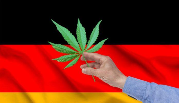 To wcale nie jest żart. Niemiecki sędzia - Andreas Mueller, który specjalizuje się w rozstrzyganiu spraw młodocianych przestępców zachęca do palenia marihuany. Potwierdził to w jednej z rozmów z serwisem Welt.
