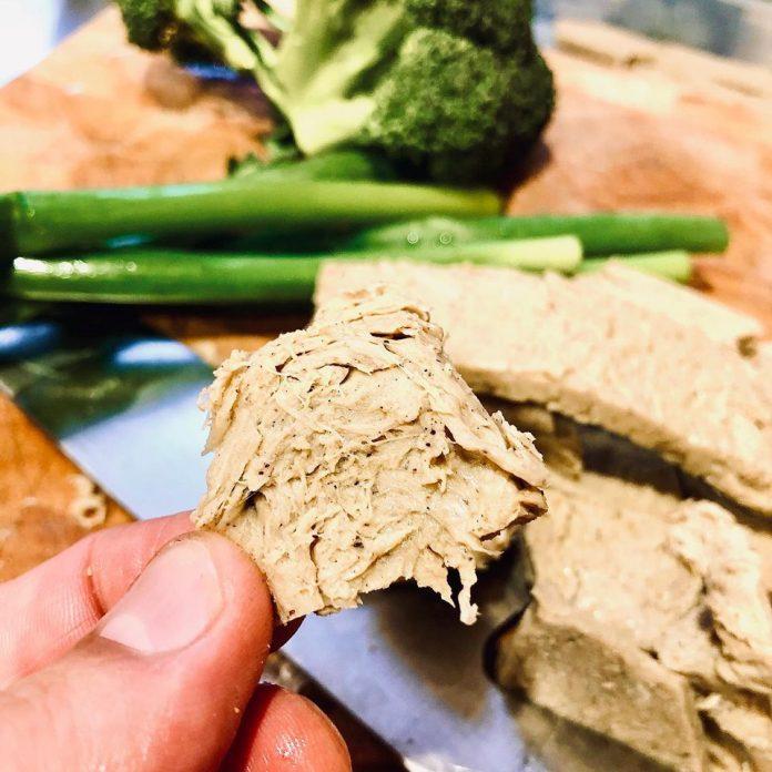 Bogate w białko, błonnik i smakiem bardzo przypominające zwykłe mięso. To innowacyjny produkt, który już w przyszłym roku ma podbić rynek spożywczy w Nowej Zelandii. Mięsny zamiennik będzie w stu procentach produktem roślinnym, a jego głównym składnikiem będą konopie.