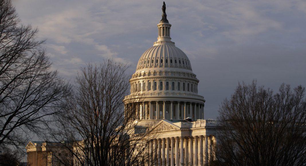 Wiadomo, że już w grudniu Izba Reprezentantów USA będzie głosować nad dekryminalizacją marihuany na gruncie federalnym. Oznacza to zniesienie kar za posiadanie konopi indyjskich, ale także anulowanie wyroków u osób, które za ich posiadanie zostały ukarane.