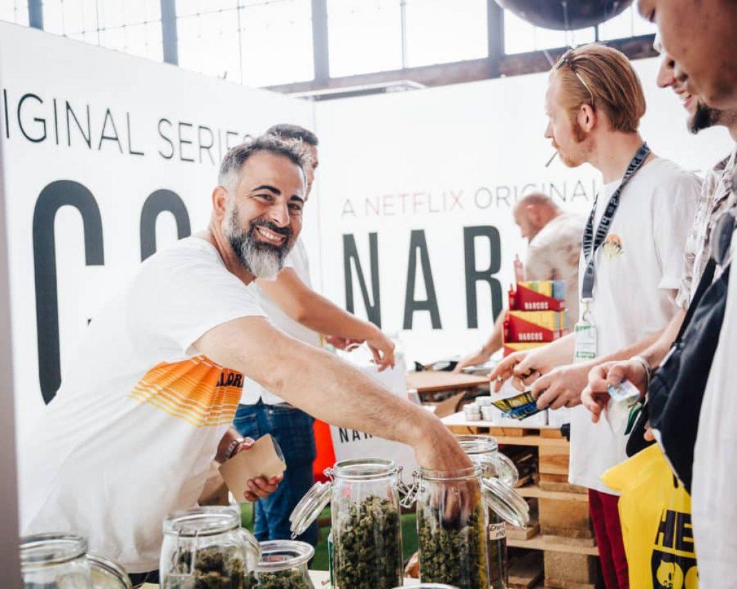 35 tysięcy odwiedzających, 30 tysięcy produktów i ponad 300 międzynarodowych wystawców. Dużymi krokami zbliża się tegoroczna edycja Mary Jane Berlin 2021 - Germany's leading Cannabis Expo. Jedna z największych i najszybciej rozwijających się imprez konopnych w Europie odbędzie w dniach 22-24 października w Arenie Berlin.